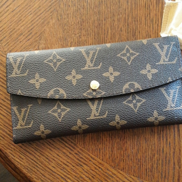 Louis Vuitton Handbags - Louis Vuitton Clutch